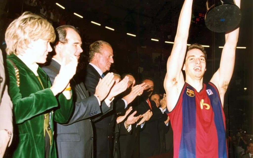 Pau Gasol lifts the Spanish Cup trophy in 2001